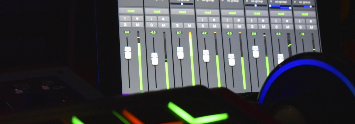 Mix-online-chi-siamo-akg702-pro-tools
